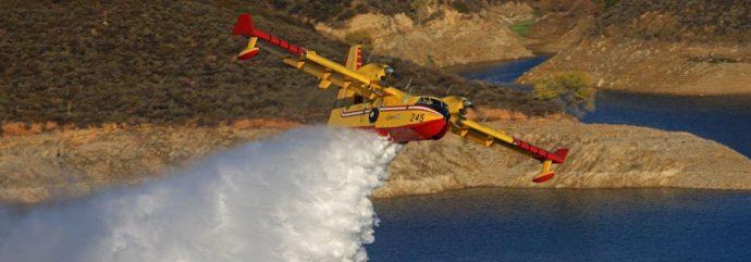 Avion bombardier d'eau