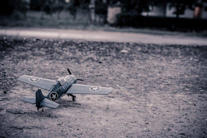 Modèle d'avion sur le sol