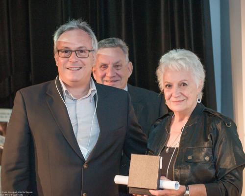 Jean-Daniel Cossette reçoit le prix postume de son père.